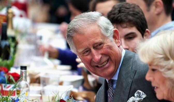 Prinz Charles mischt sich unters Volk (Foto)