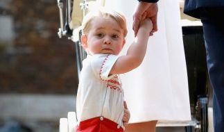 Prinz George stahl seiner kleinen Schwester zu deren Taufe beinahe die Show, so süß war er. (Foto)