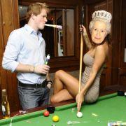 Prinz Harry sorgt mit seiner Strip-Poker-Affäre für Wirbel. Sein Doppelgänger Roddy Walker hat seitdem viel zu tun.