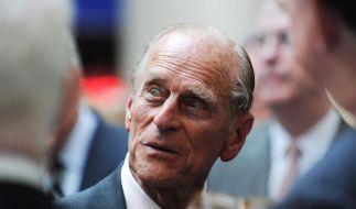 Prinz Philip witzelt auch an seinem 90. Geburtstag (Foto)