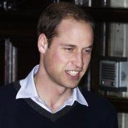 Prinz William beim Verlassen des Krankenhauses. Die Journalisten analysieren jeden Gesichtszug.