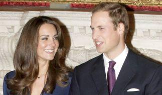 Prinz William und seine Verlobte Kate Middleton: Auf ihre Hochzeit verwetten die Engländer derzeit i (Foto)