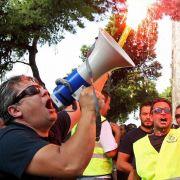 Protest gegen noch mehr Kürzungen: Polizeibeamte demonstrieren in Thessaloniki gegen den Sparkurs der Regierung.