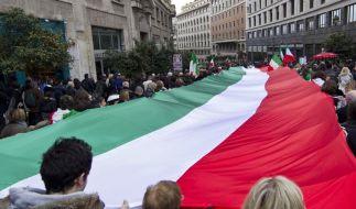 Proteste gegen Berlusconi in 100 Städten Italiens (Foto)