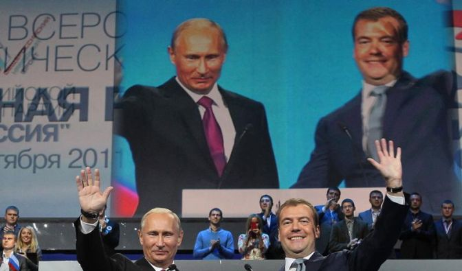 Putin und Medwedew tauschen in Russland ihre Ämter (Foto)