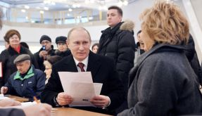 Putin wählt Putin (Foto)
