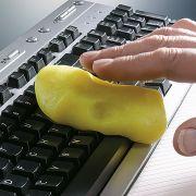 Zugegeben, diese Masse sieht aus wie Knete. Aufgewärmt presst sie sich jedoch in die Tastaturzwischenräume und nimmt Dreck auf.