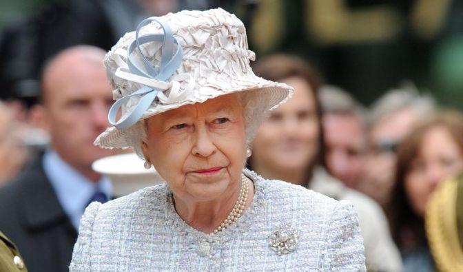 Queen fährt mit Enkeln auf Jubiläumsschiff (Foto)