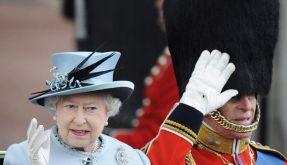 Queen feiert Geburtstag - William mit Fellmütze (Foto)