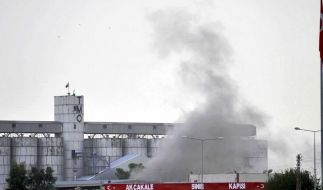 Rauch nach einem Granateneinschlag im türkischen Grenzort Akçakale: Die Spannungen zwischen der Türkei und Syrien dauern an. (Foto)