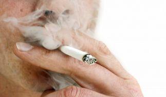 Rauchen und hohes Cholesterin schaden Blutgefäßen doppelt (Foto)
