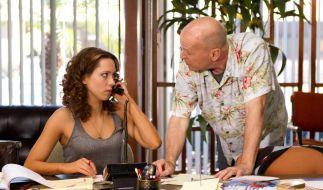 Rebecca Hall als Beth Raymer und Bruce Willis als Dink Heimowitz überzeugen in Lady Vegas. (Foto)