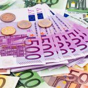Reiche Franzosen sollen höhere Steuern bezahlen, fordert Präsident Hollande.