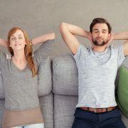 Relaxen auf dem Sofa steigert die Produktivität. (Foto)