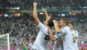 Retter Mario Gomez köpft das DFB-Team zum Auftaktsieg in Lwiw. (Foto)