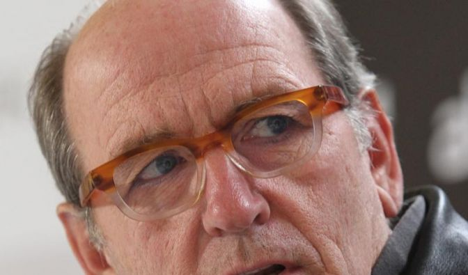Richard Jenkins bald in neuem Emmerich-Thriller? (Foto)
