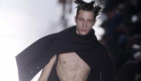 Rick Owens schickt Models mit nacktem Penis auf Laufsteg. (Foto)
