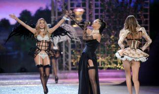 Rihanna begleitete die Show musikalisch. (Foto)
