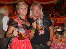 Robert und Carmen Geiss amüsieren sich königlich auf dem Oktoberfest. (Foto)