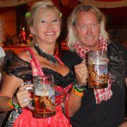 Robert und Carmen Geiss amüsieren sich königlich auf dem Oktoberfest.