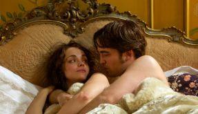 Robert Pattinson zeigt als «Bel Ami» viel nackte Haut (Foto)