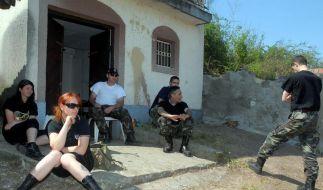 Roma vor Rechtsradikalen in Sicherheit gebracht (Foto)