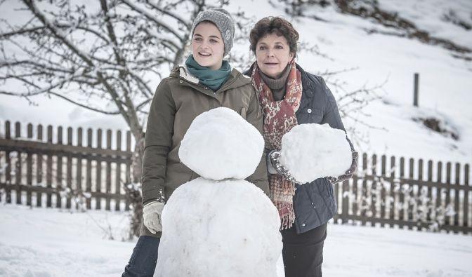 "Ronja Forcher (l.) spielt auch in den neuen ""Bergdoktor""-Folgen Lilli Gruber. (Foto)"