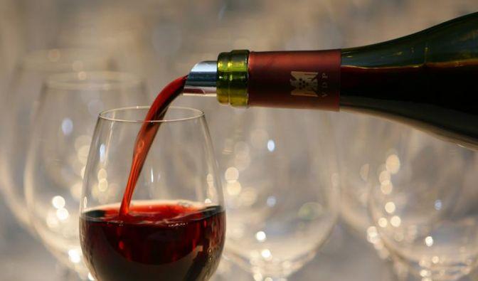 Rote Haut und verschnupfte Nase - Nicht jeder verträgt Wein (Foto)