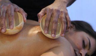 Rückenprobleme: Massagen in der Mittagspause (Foto)