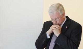 «Rückkehr ins normale Leben»: Roland Koch mit ernster Miene. (Foto)