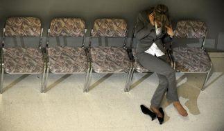 Ruhezonen für gestresste Arbeiter: Die IG Metall plädiert für einen besseren Anti-Stress-Schutz auf Bundesebene. Denn ausgebrannte Beschäftigte kosten vor allem die Arbeitgeber Geld. (Foto)
