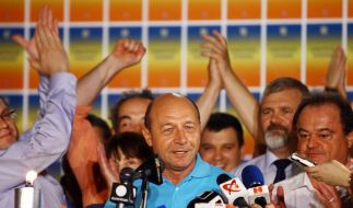 Rumäniens Präsident übersteht Referendum (Foto)