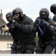 Terror-Razzia mit 80 Mann: SEK stürmt Wohnungen in Düsseldorf (Foto)