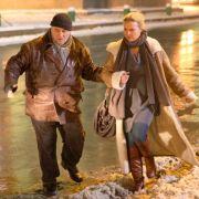 Adam Markowski (Heinz Hoenig) unterstützt Katherina (Katharina Böhm) bei der Suche nach ihrem verschwundenen Sohn.