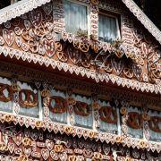 10 Meter lang, 15 Meter breit, 8 Meter hoch - mit diesen Maßen ist das Hexenhaus im Saalburger Märchenwald das größte Europas.