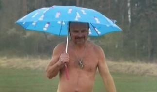 Sachse Siegfried (55) ist Nudist aus Leidenschaft. Am liebsten ist der in der Natur unterwegs - nackt, nur mit Socken und Sandalen bekleidet. Er sucht eine Frau, die seine Vorliebe akzeptiert. (Foto)