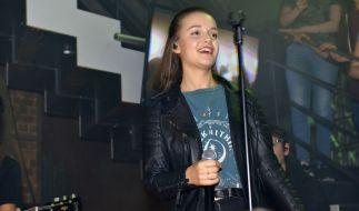 """Sängerin Lotte (alias Charlotte Rezbach) hat im """"Mauerwerk"""" bei """"Gute Zeiten, schlechte Zeiten"""" einen Gastauftritt. (Foto)"""