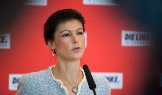 Sahra Wagenknecht schießt scharf gegen Angela Merkel. (Foto)