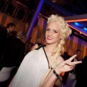 Von wegen blonde Mähne! Die Dschungelzicke überrascht in schwarz (Foto)