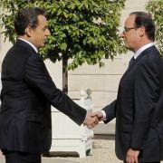 Machtwechsel: Frankreichs bisheriger Präsident Nicolas Sarkozy bei der Amtsübergabe an seinen Nachfolger Francois Hollande.