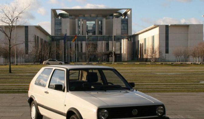 Sauerländer zahlt 10 000 Euro für Merkels Golf (Foto)