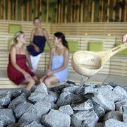Saunaanfänger sollten ein paar Regeln beherzigen, bevor sie sich in die Schwitzzelle wagen.
