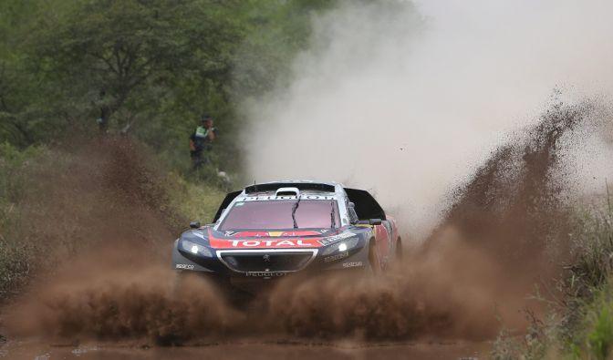 Sébastien Loeb zeigt sich bei seinem Dakar-Debüt in Bestform. (Foto)