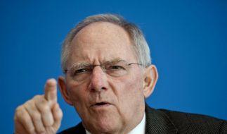 Schäuble: Keine steuerliche Option für Spritpreis-Milderung (Foto)