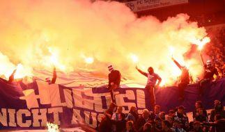 Schalke 04 geißelt Pyrotechnik in der Nordkurve (Foto)