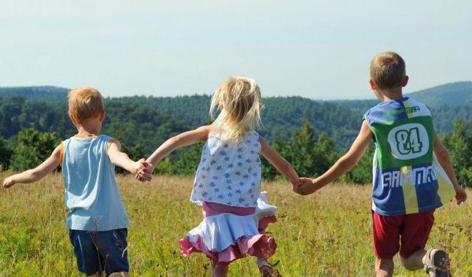 Schatten ist der bessere Sonnenschutz für Kinder (Foto)