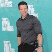 Schauspieler Mark Wahlberg (40) kann nicht bei dem erotischen Drama 50 Shades of Grey - Geheimes Verlangen mitspielen, sonst gibt es Ärger mit der Gattin.