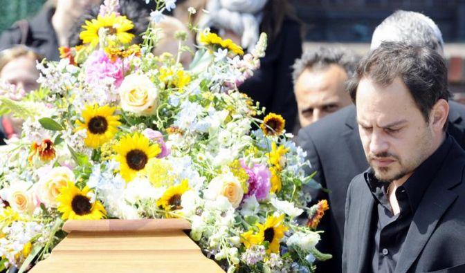 Schauspieler Moritz Bleibtreu nimmt Abschied von seine Mutter Monica Bleibtreu. (Foto)