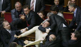 Schläge statt Argumente: Eine Debatte im ukrainischen Parlament über die Einführung von Russisch als zweite Amtssprache ist Ende Mai in eine Prügelei ausgeartet. (Foto)