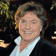 Schlagersänger Chris Roberts ist aus der deutschen Schlagerwelt nicht mehr wegzudenken - doch erst jetzt, mit 73 Jahren, wurde dem Musiker die deutsche Staatsbürgerschaft zuteil.